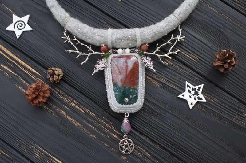 Yule witch necklace with red green Jasper and Holly leaves: