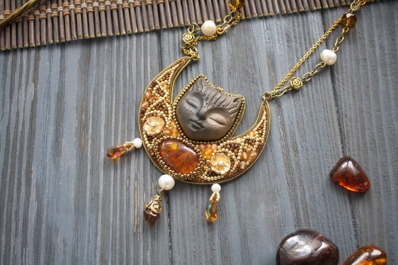 Freya's Cat amber necklace: witch jewelry, wiccan necklace, pagan clothing, Freya necklace
